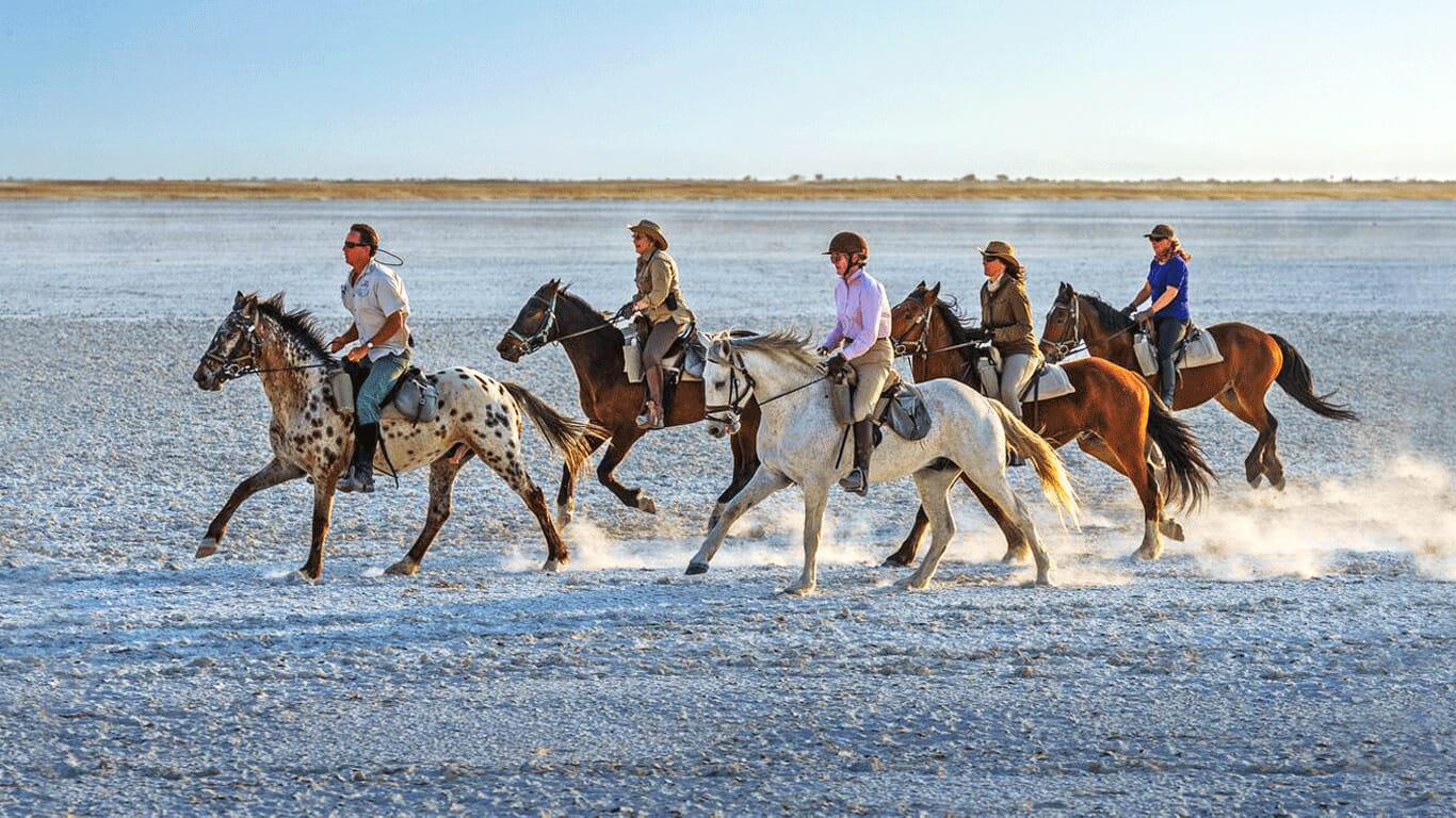 'Horseback safari Makgadikgadi'